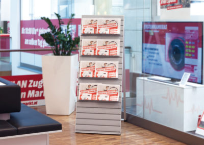Slatwall wallmounted displays for electrical retailers