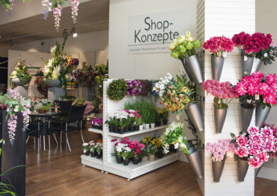 Slatwall displays for flowers